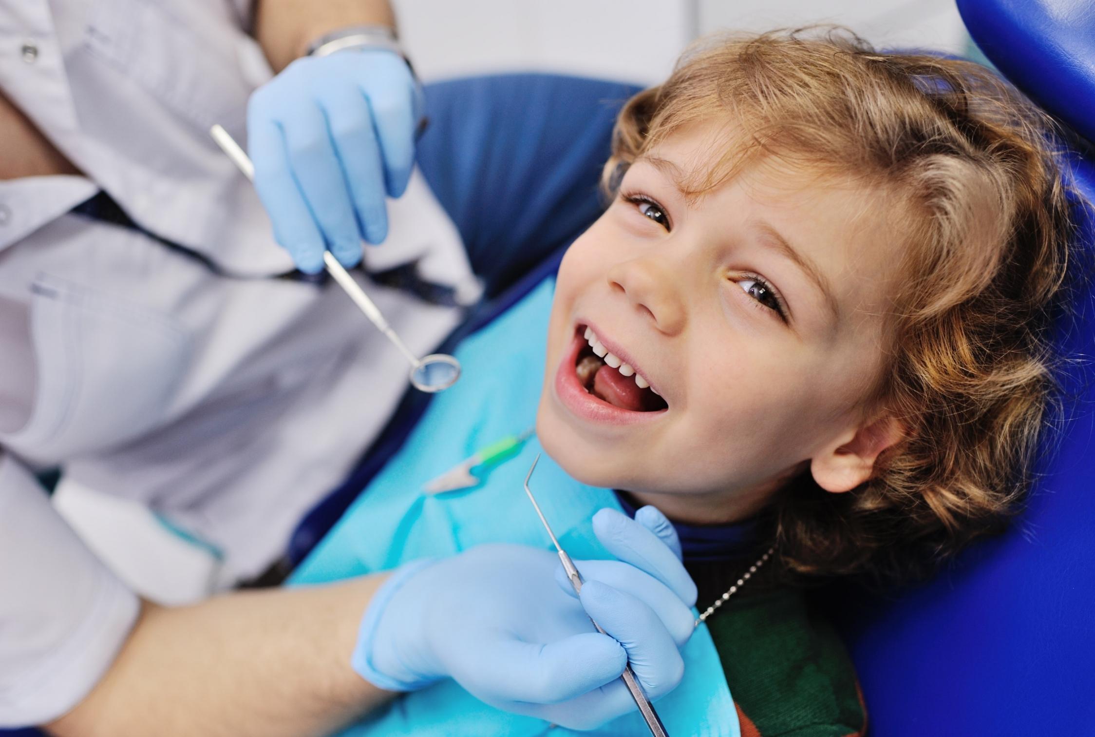 In unserer Praxis sind wir auf kleine Patienten eingestellt. Bei dent + face praktizieren wir sanfte Kinderzahnheilkunde. Damit legen wir den Grundstein für die Zahngesundheit im Erwachsenenalter.